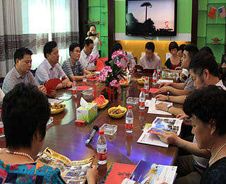 自贡市市委市政府领导莅临龙腾彩灯考察