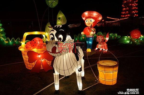 网上看灯会:2013贵阳观山湖公园春节灯会庙市
