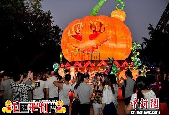 2013长隆欢乐世界举行全球最大的自贡南瓜灯亮灯仪式