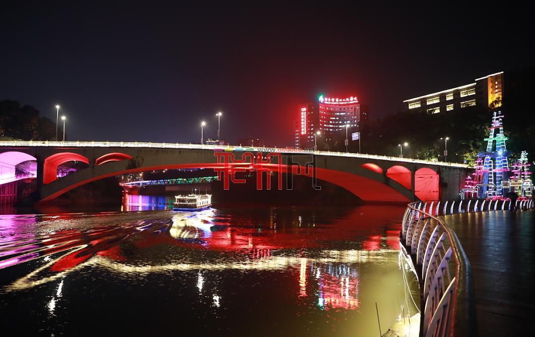 自貢燈·耀世界丨第三屆自貢國際恐龍燈光節炫麗開啟