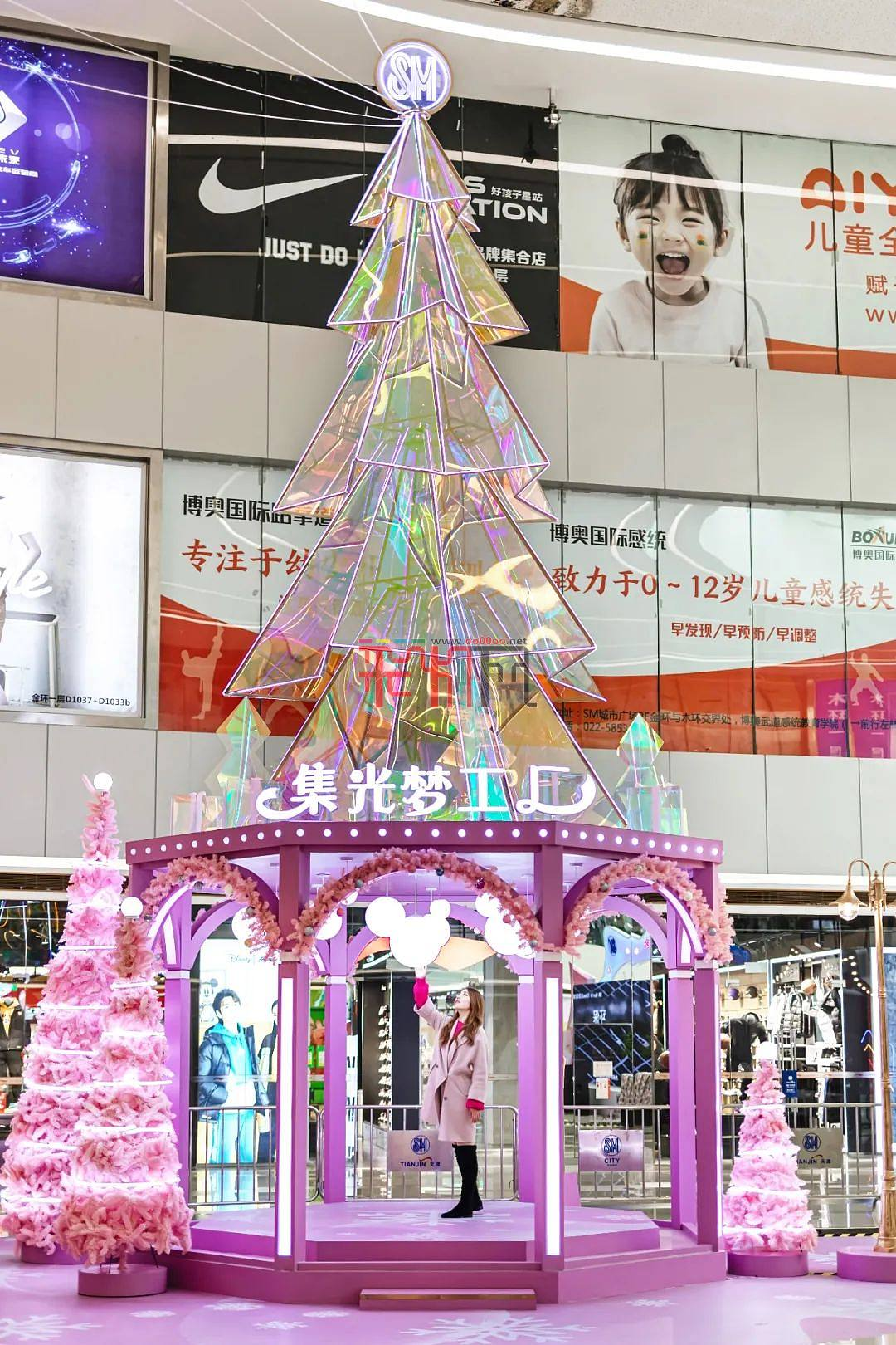 梦幻集光梦工厂璀璨亮相SM广场